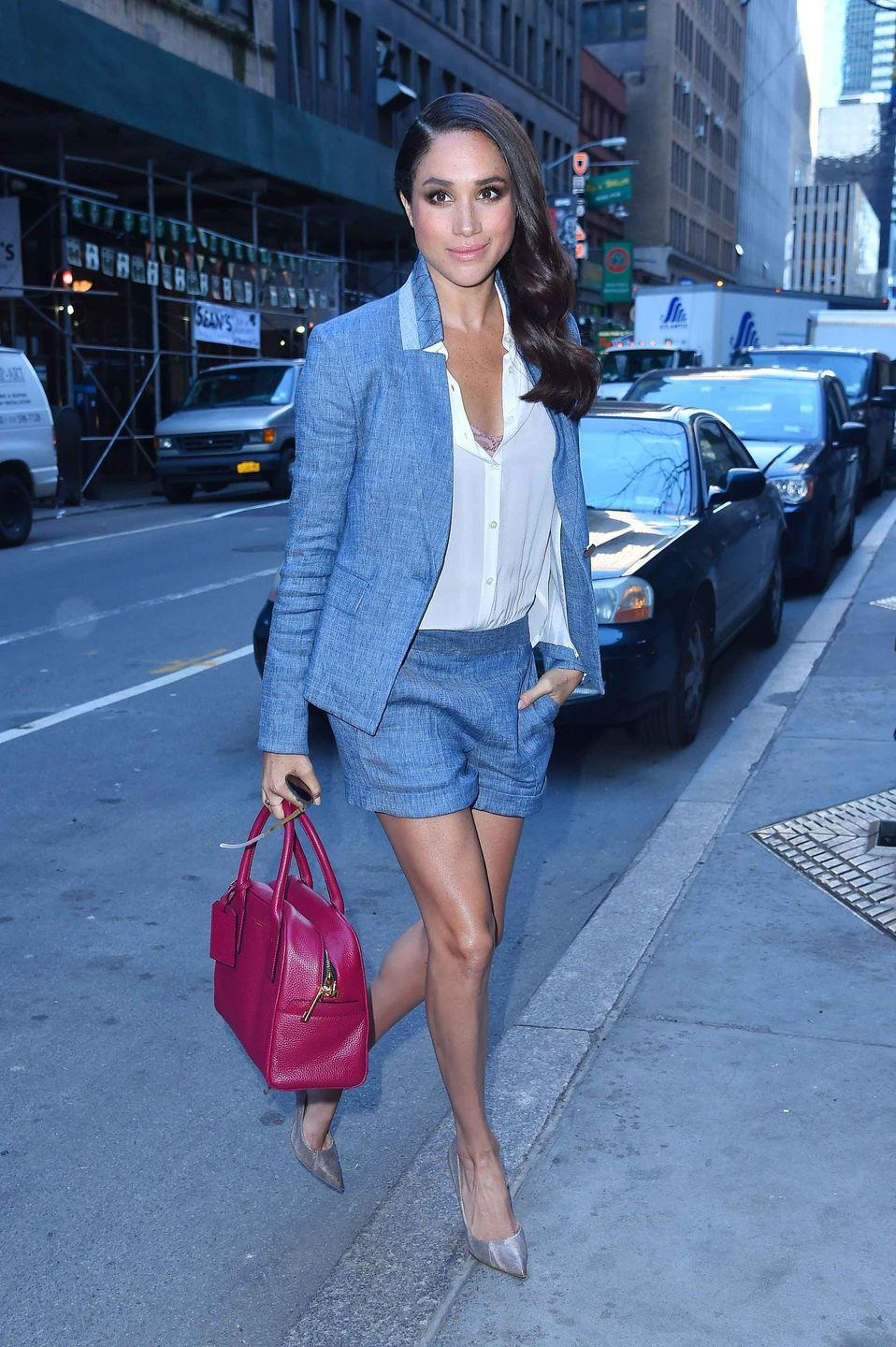 <p>Arriving at the <em>Today Show </em>in New York City sporting chambray shorts and a matching blazer.</p>