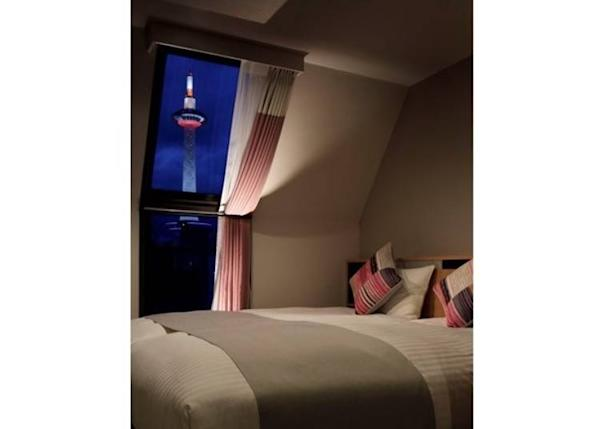 There are rooms that let you see a lit-up Kyoto Tower up close