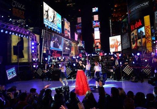 <p>Carly Rae Jepsen performs during New Year's Eve celebrations in Times Square in New York, December, 31, 2012. World cities from Sydney and Hong Kong to Dubai and London rang in the New Year with spectacular fireworks, as revelers at Times Square in New York sought to top off the global extravaganza.</p>