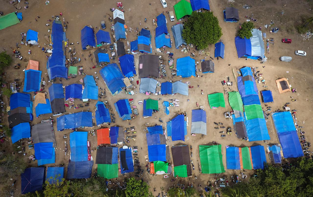 <p>Aerial view of tents for displaced and homeless earthquake victims in Sigar Penjalin village, North Lombok, Indonesia, Aug. 10, 2018. (Photo: Antara Foto/Ahmad Subaid via Reuters) </p>