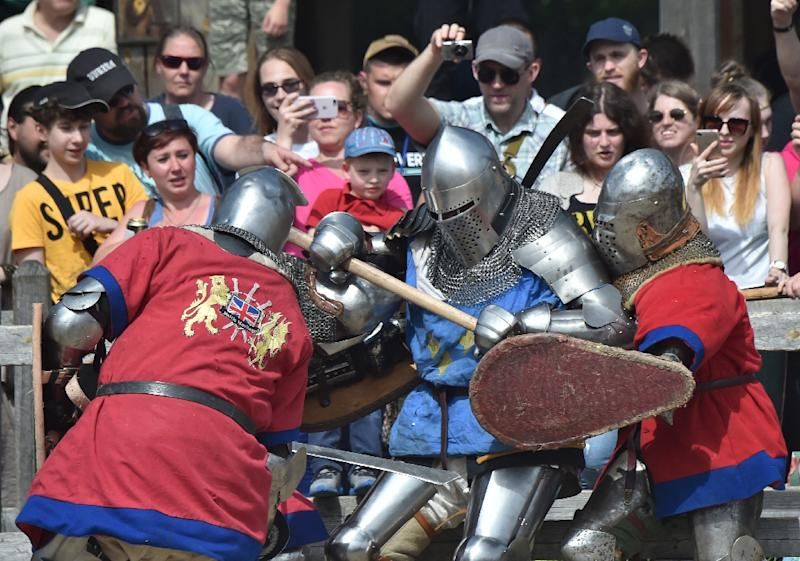 French and British teams were among those taking part in heavy knight armor battles during the four-day world championship of Medieval combat (AFP Photo/Sergei SUPINSKY)