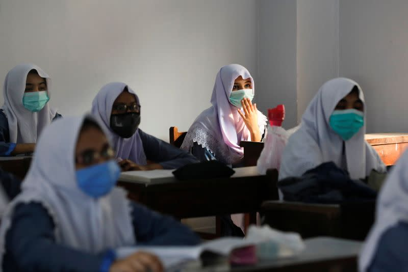 Pakistani students back in school after more than six months