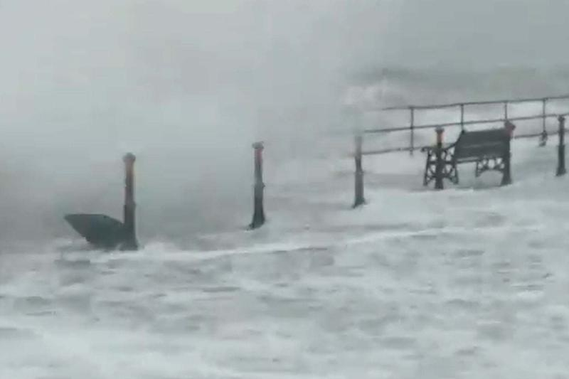 The height of the waves in Whitehead, County Antrim (PA)