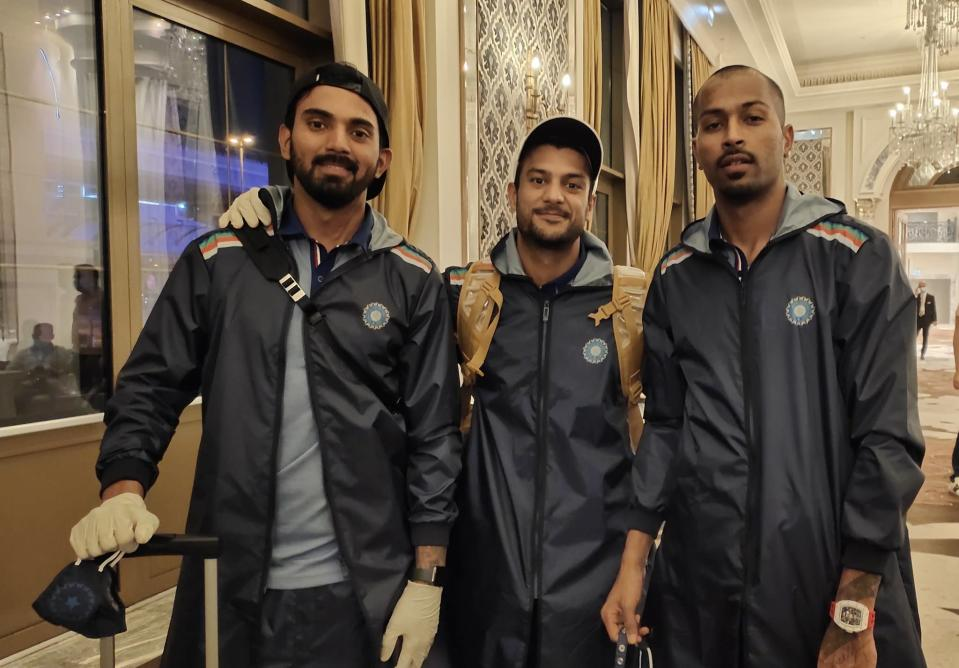 KL Rahul and Mayank Agarwal who were brilliant with the bat in the IPL click a picture with Hardik Pandya. (Photo: BCCI/Twitter)