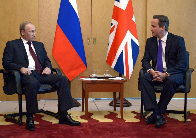Russia's President Vladimir Putin (L) meets with Britain's Prime Minister David Cameron (R) in Paris on June 5, 2014