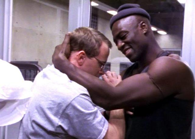 """Adebisi and Beecher get to know each other in """"The Routine."""" (Credit: HBO)"""