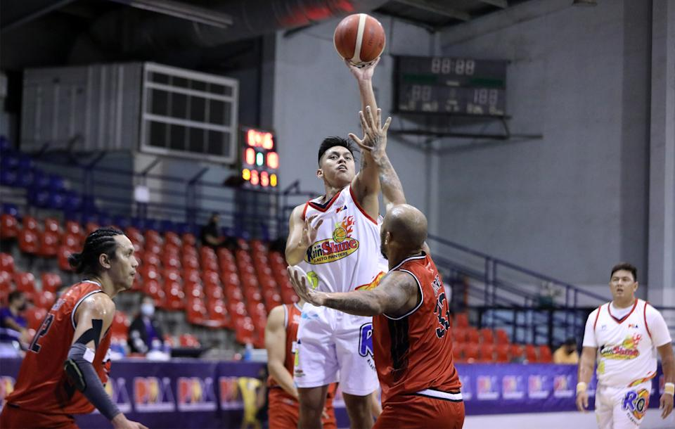 Rey Nambatac leads Rain or Shine to a 2-0 start in the 2021 PBA Philippine Cup with a win over Blackwater. (Photo: PBA)