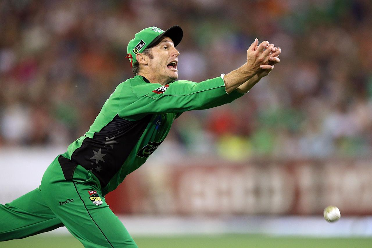 MELBOURNE, AUSTRALIA - JANUARY 06:  David Hussey of the Melbourne Stars drops a catch during the Big Bash League match between the Melbourne Stars and the Melbourne Renegades at Melbourne Cricket Ground on January 6, 2013 in Melbourne, Australia.  (Photo by Michael Dodge/Getty Images)