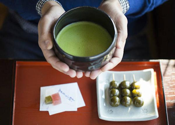 ▲With the Premium Tea and Sweets set (840 yen tax included) you can enjoy the premium Taiko-tsutsumi matcha harvested from the Uji River by Taiko-san. The cha-dango perfected through the years is simple but delicious.
