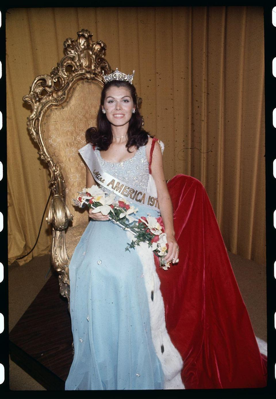 <p>Laurie Lea Schaefer left the judges in awe with this sparkly pale blue gown. </p>