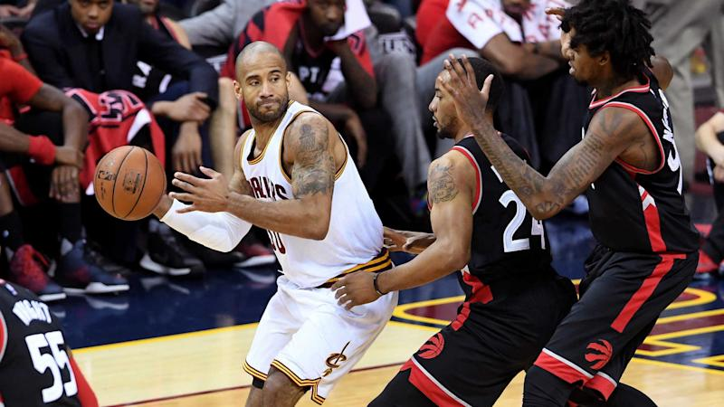 ce040b8903b LeBron James will pay Dahntay Jones   80 fine for Game 3 groin shot
