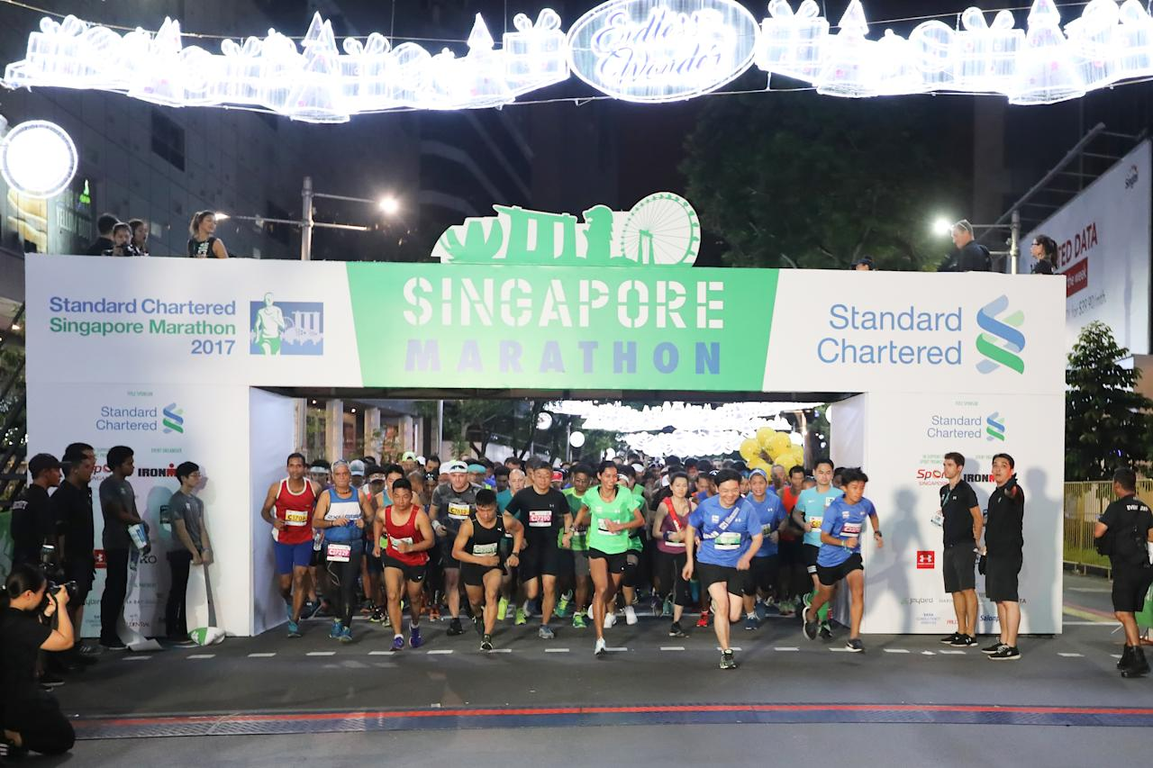 <p>Minister for National Development and Second Minister for Finance in Singapore Lawrence Wong (in blue sash) led fellow ekiden runners at the flag-off of the Standard Chartered Singapore Marathon 2017 this morning along Orchard Road on 3 December 2017.<br /> Photo: Standard Chartered Singapore Marathon 2017 </p>
