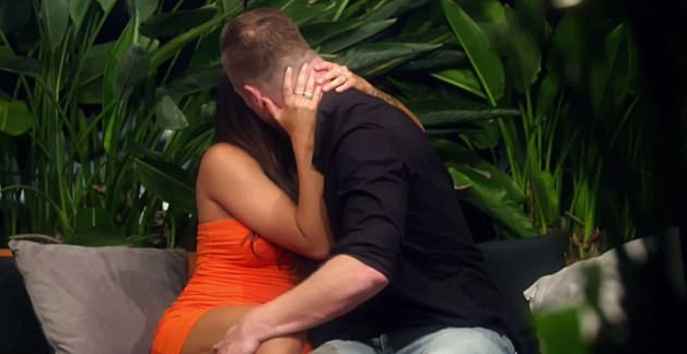 Dean had earlier been getting steamy with Davina in a MAFS cheating scandal. Source: Nine