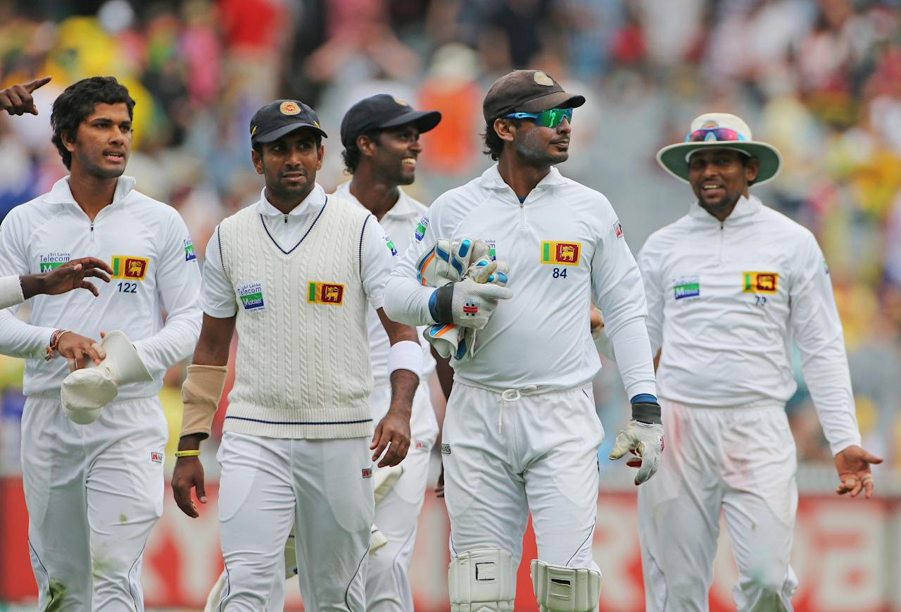 MELBOURNE, AUSTRALIA - DECEMBER 27:  The Sri Lankans leaves the field at the end of the days play during day two of the Second Test match between Australia and Sri Lanka at Melbourne Cricket Ground on December 27, 2012 in Melbourne, Australia.  (Photo by Scott Barbour/Getty Images)