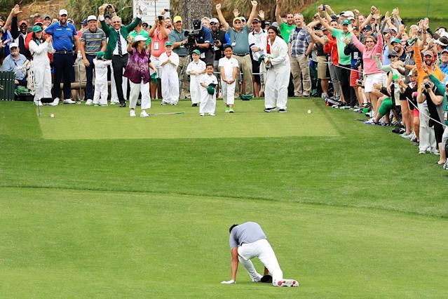 "<a class=""link rapid-noclick-resp"" href=""/pga/players/8805/"" data-ylk=""slk:Tony Finau"">Tony Finau</a> shared pictures of his ankle after he rolled it during the Par-3 contest at the Masters, and it looks gruesome. (Getty Images)"