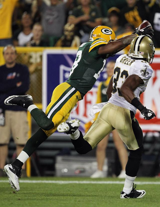 GREEN BAY, WI - SEPTEMBER 08: Randall Cobb #18 of the Green Bay Packers dives into the endzone for a touchdown against Jabari Greer #33 of the New Orleans Saints during the season opening game at Lambeau Field on September 8, 2011 in Green Bay, Wisconsin. (Photo by Jonathan Daniel/Getty Images)