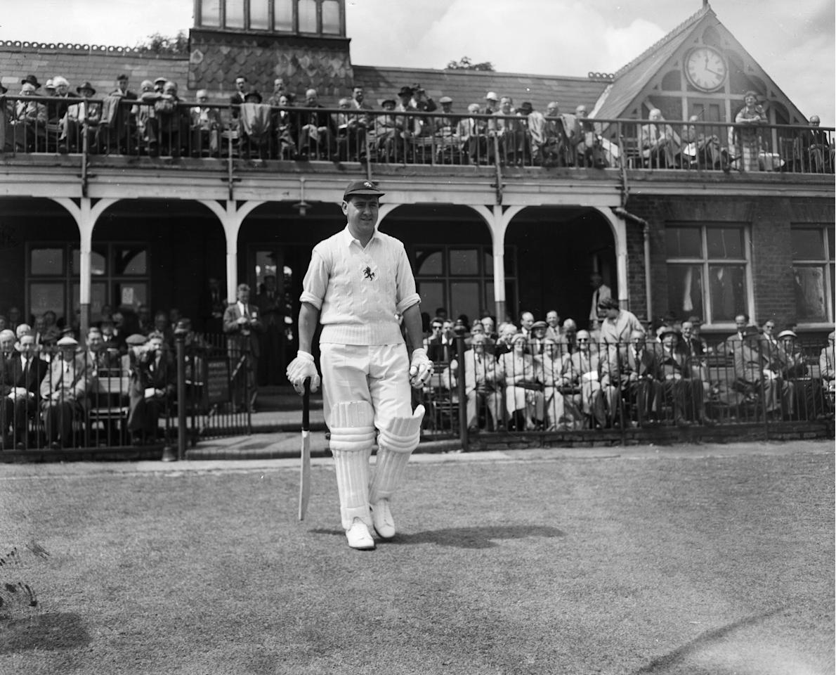 4th July 1955:  English Test Batsman Colin Cowdrey (1932 - 2000) walks out to start his innings for Kent at Blackheath, London.  (Photo by Monty Fresco/Topical Press Agency/Getty Images)