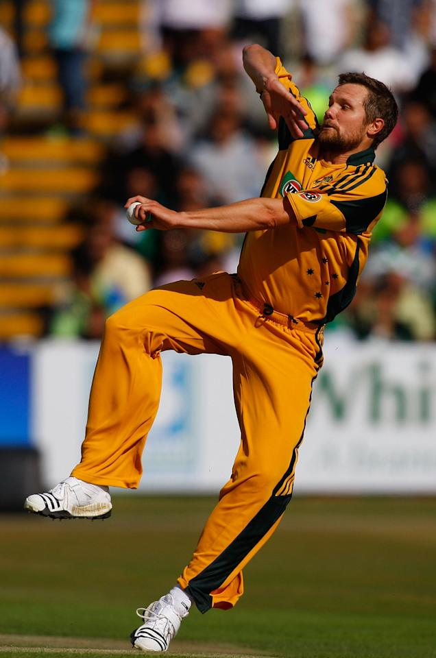 BIRMINGHAM, ENGLAND - JULY 05:  Australia bowler Dirk Nannes in action during the 1st Twenty20 International between Pakistan and Australia at Edgbaston on July 5, 2010 in Birmingham, England.  (Photo by Stu Forster/Getty Images)