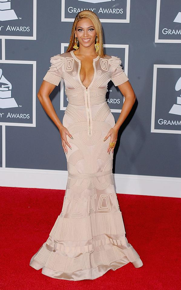 """Beyonce  Grade: B   Bey showed off her famous curves in a form-fitting Stephane Rolland gown, which she paired with oversized gold earrings, matching nail polish, and not-so-sexy stringy hair. Jason Merritt/<a href=""""http://www.gettyimages.com/"""" target=""""new"""">GettyImages.com</a> - January 31, 2010"""