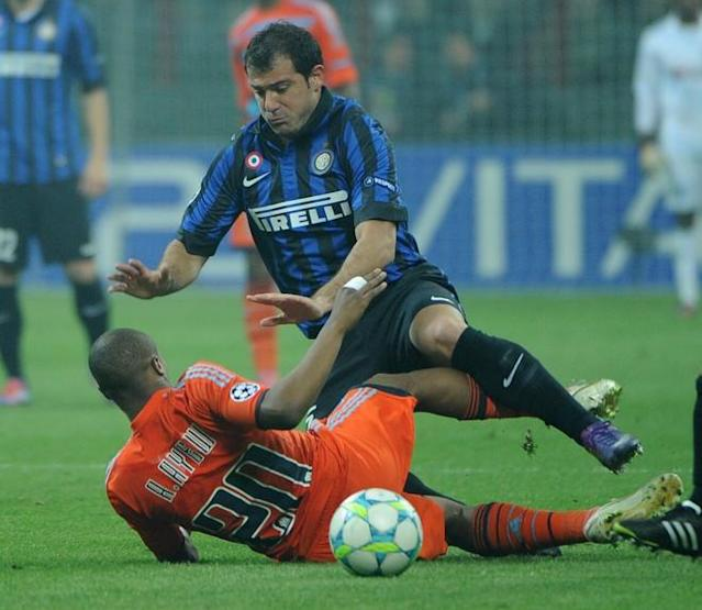 Inter Milan's Serbian midfielder Dejan Stankovic (R) fights for the ball with Marseille's Ghanean forward Andre Ayewduring their second leg Champions League round of 16 football match in Milan's San Siro Stadium on March 13, 2012. AFP PHOTO / OLIVIER MORIN