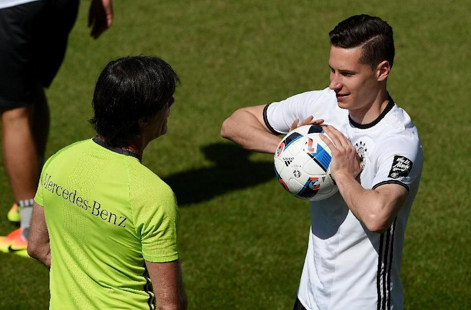 Germany's head coach Joachim Loew talks to Julian Draxler during a training session as part of the team's preparation for the upcoming Euro 2016 European football championships, on May 26, 2016 in Ascona (AFP Photo/Patrik Stollarz)
