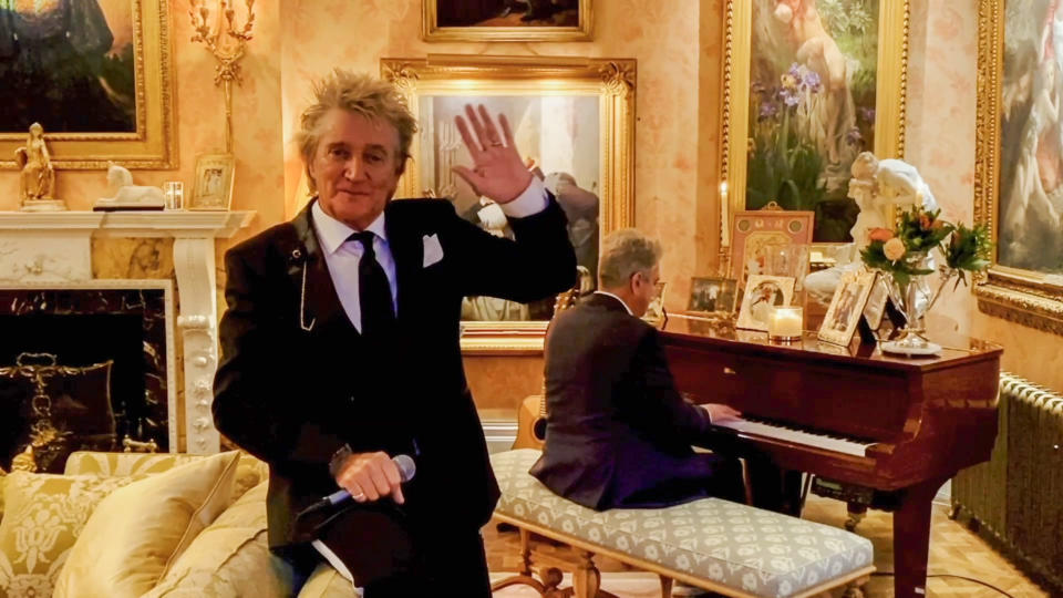 UNSPECIFIED - OCTOBER 10: In this screengrab Sir Rod Stewart performs during the 2020 Carousel of Hope Ball benefiting the Children's Diabetes Foundation.  on October 10, 2020 in UNSPECIFIED, UNSPECIFIED - Region AMER. (Photo by Getty Images/Getty Images for Children's Diabetes Foundation )