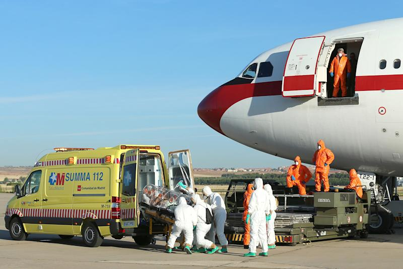 Picture taken and released on August 7, 2014 by the Spanish Defense Ministry shows Roman Catholic priest Miguel Pajares, who contracted the deadly Ebola virus, being transported from Madrid's Torrejon air base to the Carlos III hospital (AFP Photo/Inaki Gomez)