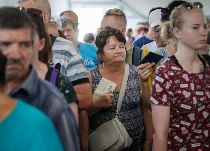 People wait at passport control before crossing the contact line between Ukrainian troops and pro-Moscow rebels in Mayorsk, Ukraine July 3, 2019. (Photo: Gleb Garanich/Reuters)