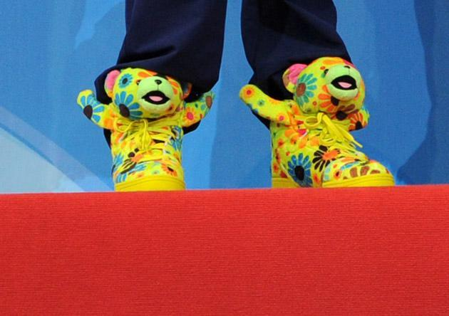 Ryan Lochte of US shoes are pictured during the Short Course Swimming World Championships in Istanbul on December 16, 2012. AFP PHOTO/MIRA