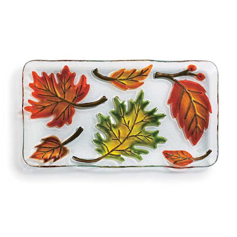 white glass serving platter with leaf pattern, fall decorating tips