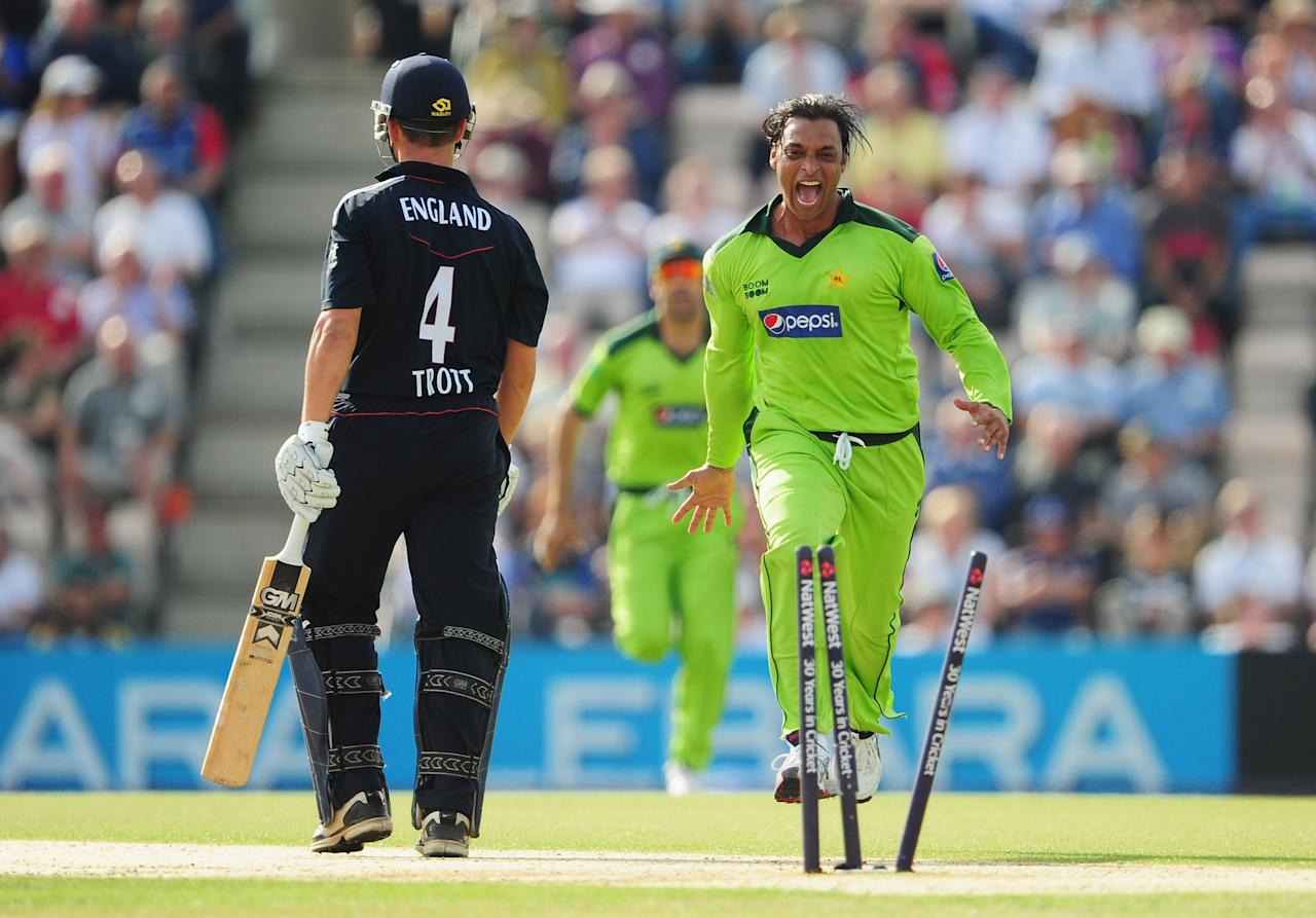 SOUTHAMPTON, ENGLAND - SEPTEMBER 22:  Shoaib Akhtar of Pakistan celebrates the wicket of Jonathan Trott of England during the 5th NatWest One Day International between England and Pakistan at The Rose Bowl on September 22, 2010 in Southampton, England.  (Photo by Mike Hewitt/Getty Images)
