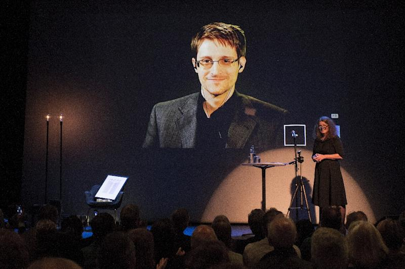 A giant screen displays the image of Edward Snowden as the former US intelligence contractor was awarded a freedom of expression prize in the Norwegian city of Molde, on September, 5, 2015 (AFP Photo/Svein Ove Ekornesvaag)