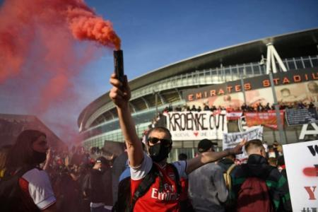 Protesto de torcedores do Arsenal