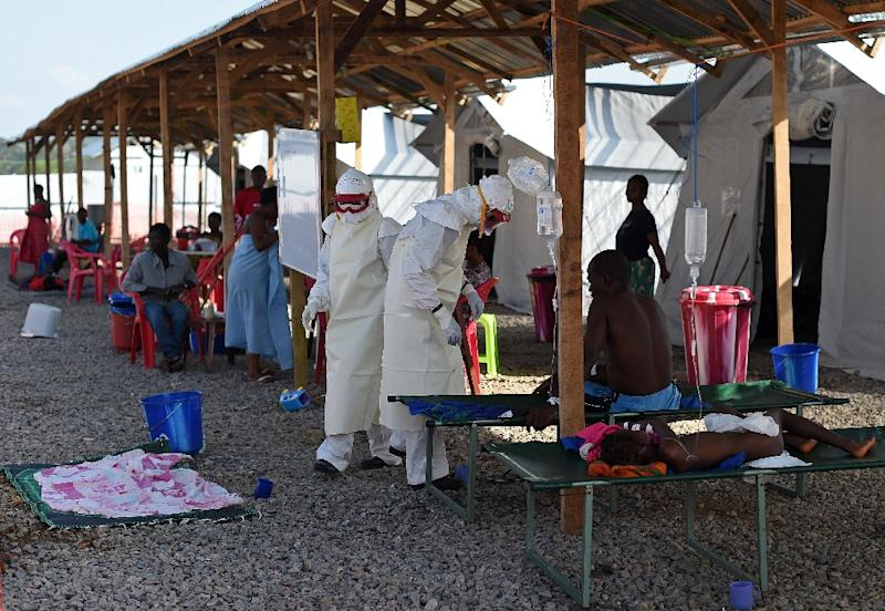 Nurses wearing personal protective equipment (PPE) treat ebola patients at the Kenama treatment center run by the Red Cross Society on November 15, 2014 (AFP Photo/Francisco Leong)