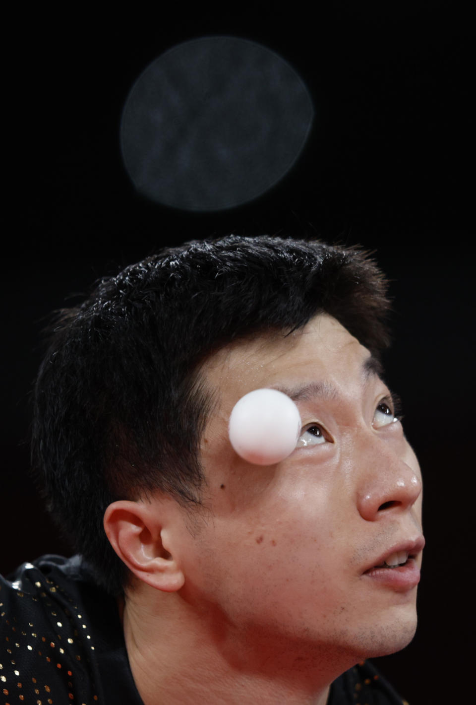 <p>Ma Long of Team China serves the ball during his Men's Team Gold Medal table tennis match on day fourteen of the Tokyo 2020 Olympic Games at Tokyo Metropolitan Gymnasium on August 06, 2021 in Tokyo, Japan. (Photo by Adam Pretty/Getty Images)</p>
