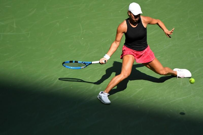 Putintseva into quarter-finals after beating Martic