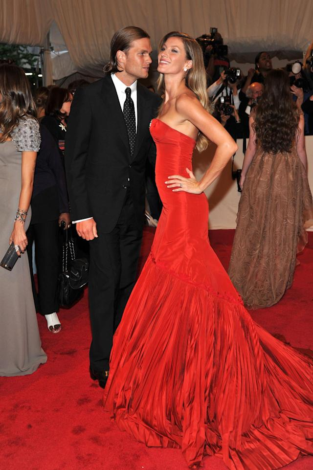 "NEW YORK, NY - MAY 02: NFL player Tom Brady of the New England Patriots and model Giselle Bundchen attend the ""Alexander McQueen: Savage Beauty"" Costume Institute Gala at The Metropolitan Museum of Art on May 2, 2011 in New York City. (Photo by Stephen Lovekin/Getty Images)"