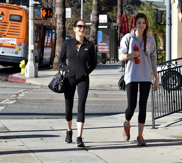 Teri Hatcher and her daughter, Emerson Tenney, head to the gym Jan. 10 this year. (Photo: BG015/Bauer-Griffin/GC Images)