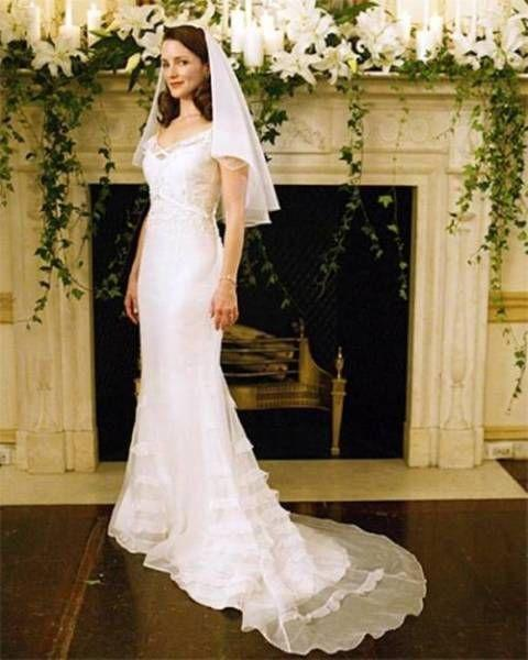 <p>When Charlotte York married Harry Goldenblatt (you know, the guy she met during her divorce proceedings), she wore this very true-to-her-character dress: classy, not too revealing, and super stylish. </p>