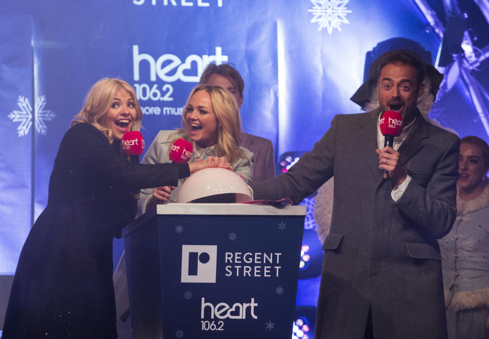 LONDON, ENGLAND - NOVEMBER 17:  Holly Willoughby, Emma Bunton, Jamie Theakston and Tom Odell switch on the Regent Street Christmas lights on November 17, 2016 in London, United Kingdom.  (Photo by John Phillips/Getty Images)
