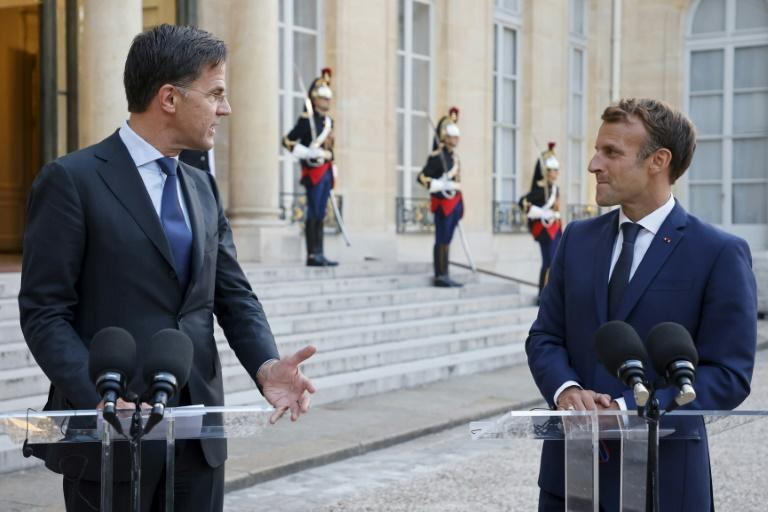 Dutch Prime Minister Mark Rutte often towers over his counterparts, including French President Emmanuel Macron (AFP/Ludovic MARIN)