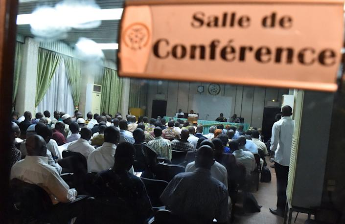 Politicians, local representatives, civilian representatives, religious, traditional and military leaders attend discussions on the deal for transition, on November 13, 2014 in Ouagadougou (AFP Photo/Issouf Sanogo)