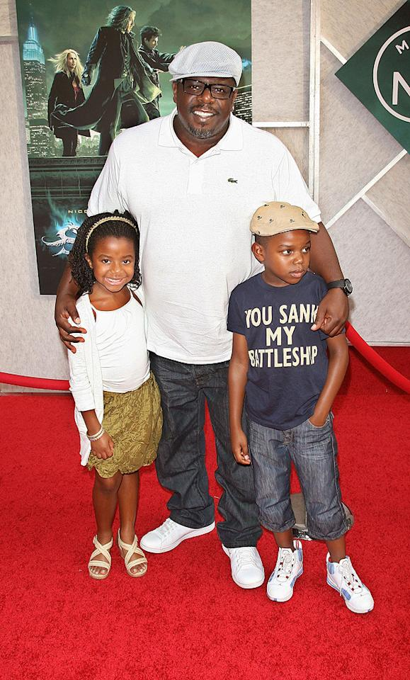 """<a href=""""http://movies.yahoo.com/movie/contributor/1800314117"""">Cedric the Entertainer</a> and kids at the New York City premiere of <a href=""""http://movies.yahoo.com/movie/1810073953/info"""">The Sorcerer's Apprentice</a> - 07/06/2010"""