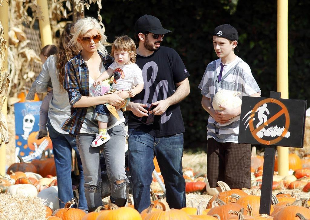 "Christina Aguilera and hubby Jordan Bratman pick out pumpkins with 21-month-old son Max. Baptiste Lacroix/<a href=""http://www.wireimage.com"" target=""new"">WireImage.com</a> - October 11, 2009"