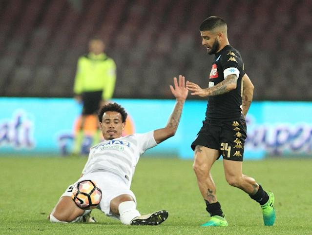 Napoli's Lorenzo Insigne (R) fights for the ball with Udinese's Lucas Evangelista during their Italian Serie A match on April 15, 2017 at the San Paolo Stadium in Naples (AFP Photo/CARLO HERMANN)