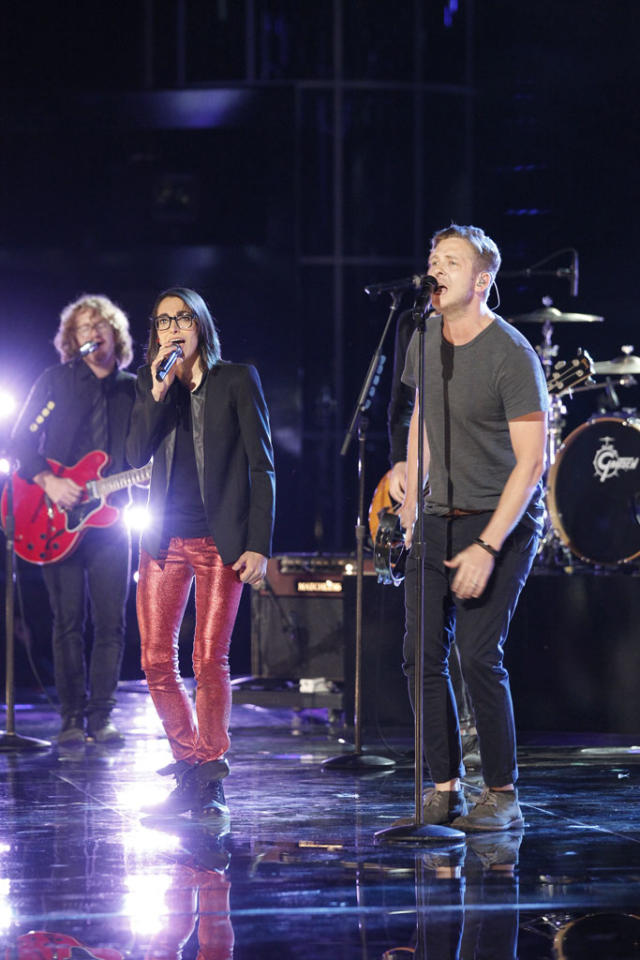 """Michelle Chamuel and One Republic perform """"Counting Stars"""" on the """"Live Finale"""" episode of """"The Voice"""" Season 4."""