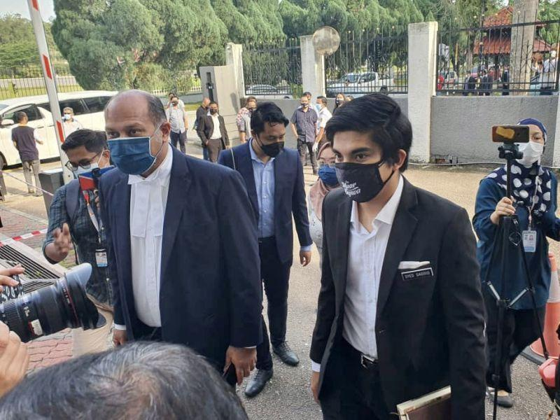 Muar MP Syed Saddiq Syed Abdul Rahman (right) and lawyer Gobind Singh Deo arrive at the Sessions Court in Johor Baru August 5, 2021. — Picture by Ben Tan