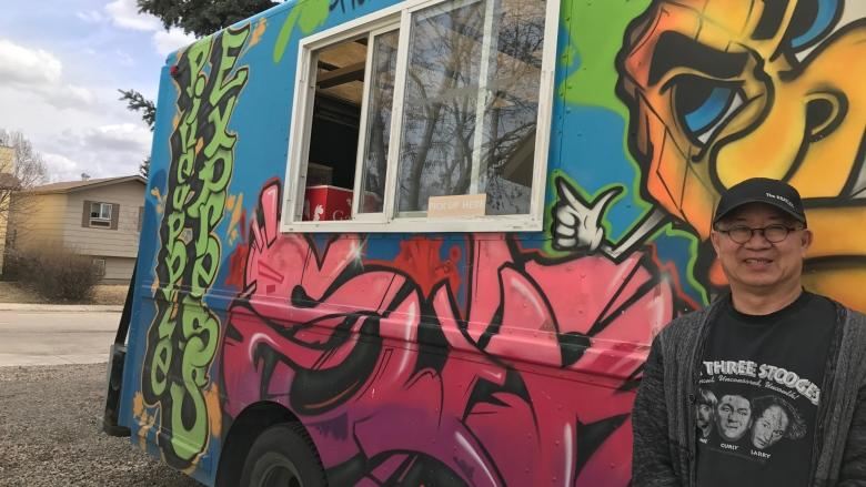 Saskatoon looks to loosen rules on food trucks