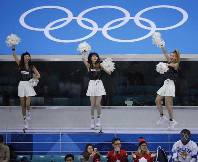 Ice Hockey - Pyeongchang 2018 Winter Olympics - Man's Quarterfinal Match - Canada v Finland - Gangneung Hockey Centre, Gangneung, South Korea - February 21, 2018 - Cheerleaders dance as Canadian fans wait for the match. REUTERS/Brian Snyder