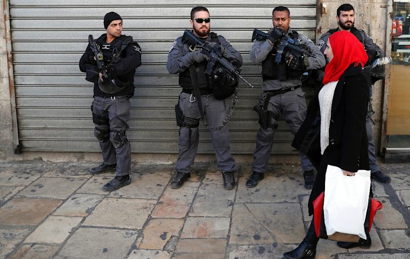 Israeli security forces stand guard in Jerusalem as demonstrations continue to flare up over the US president's declaration of Jerusalem as Israel's capital (AFP Photo/AHMAD GHARABLI)